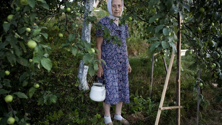 Under the apple tree, 2010. Photograph by Nadia Sablin, winner of the 2014 CDS/Honickman First Book Prize in Photography.