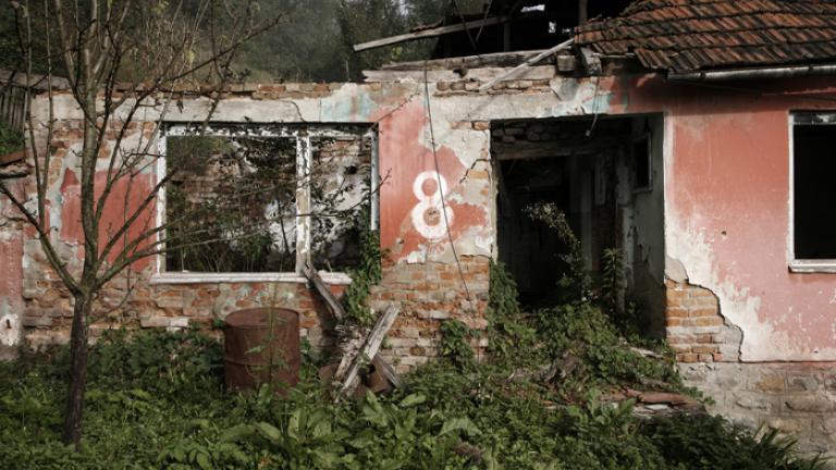 Empty home in the center of Srebrenica, 2006